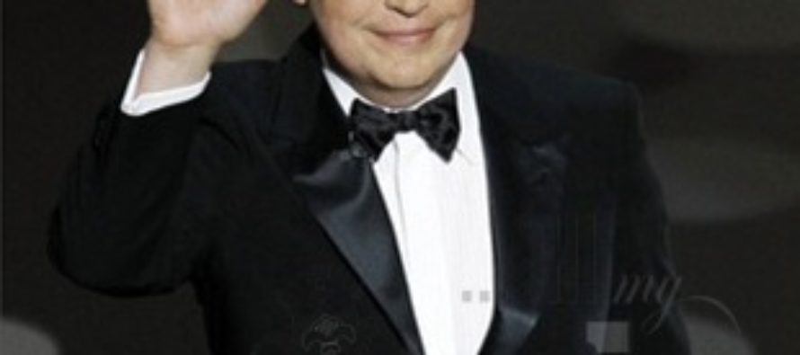 Billy Crystal has replaced Eddie Murphy as host of the Oscars 2012
