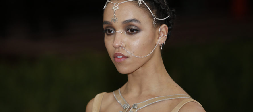 FKA Twigs holds a free dance worshop