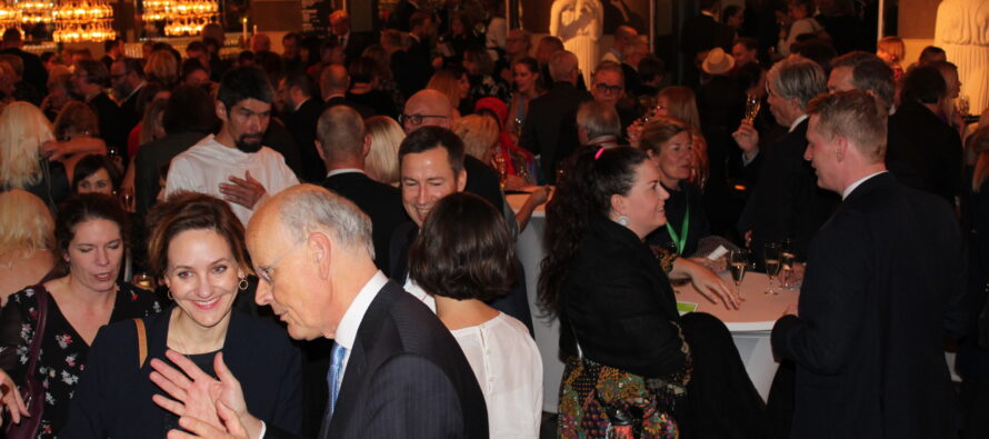 GALLERY: 5 MINUTES before the Nordic Council's festive awards gala in the Stockholm concert hall´s lobby bar